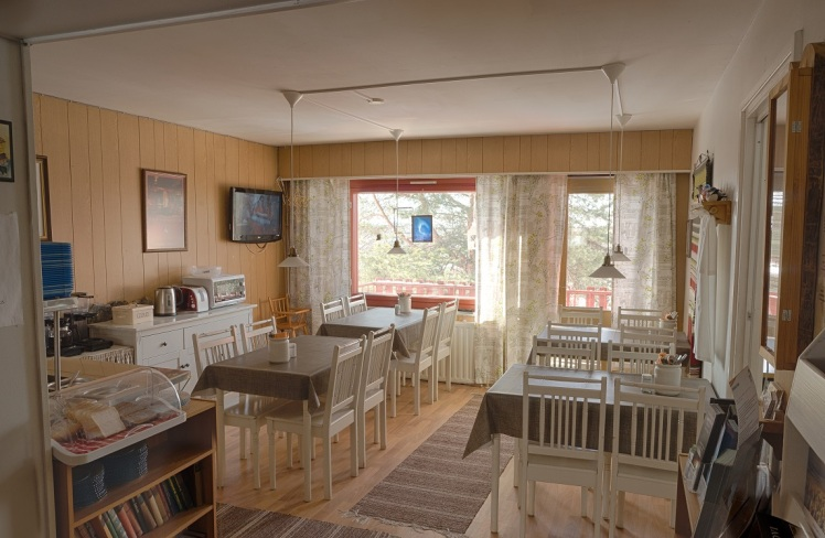 guesthouse-borealis-breakfast-area