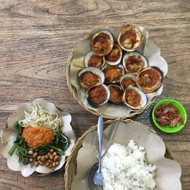 Grilled clams. Indonesian food is about rice and chili!